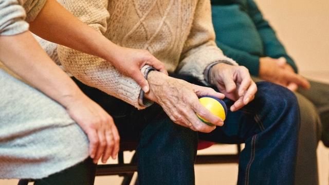 Usposabljanje družinskih oskrbovalcev